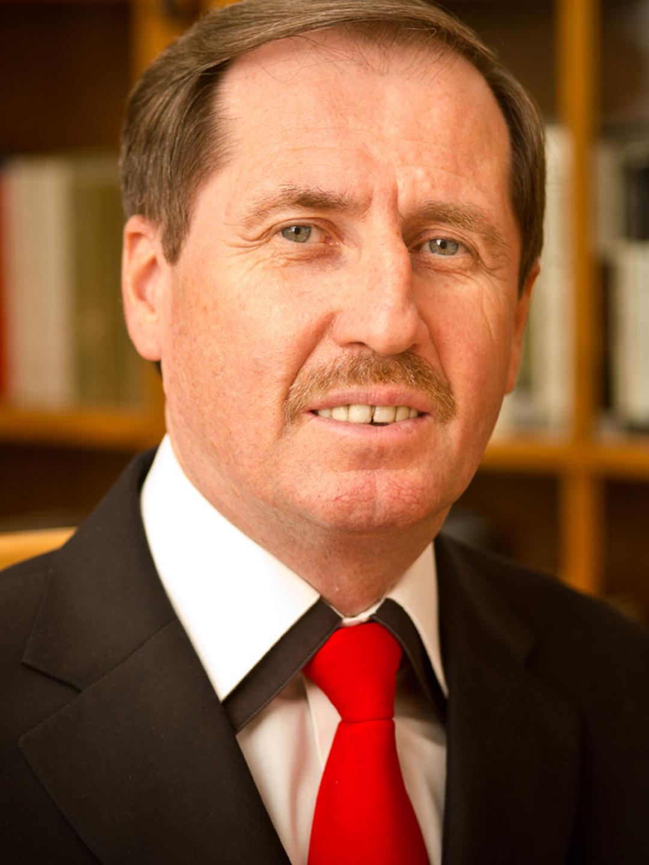 Dr. Szallós-Farkas Zoltán